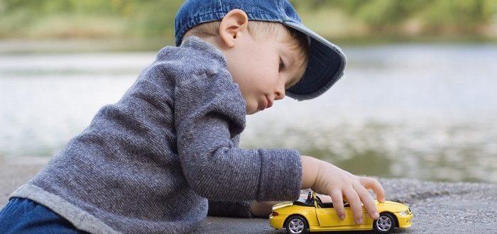 Машинка в руках ребенка