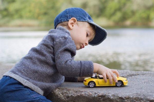 Можно ли на несовершеннолетнего ребенка оформить машину