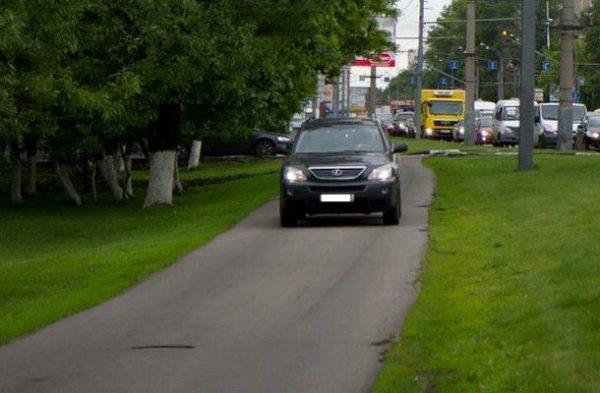 Штраф за езду по тротуару  понятие тротуар борьба с хамством обжалование можно ли ездить по тротуару согласно ПДД