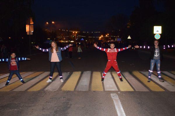 Дети на пешеходном переходе